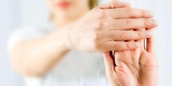 bóle stawów rąk