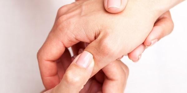 Ból kciuka w stawie - jak go leczyć?